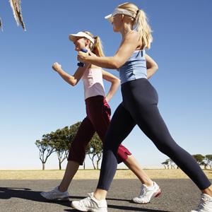 la marche rapide permet de retrouver un ventre plat après grossesse