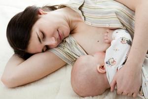 Le fait d'allaiter permet de retrouver un ventre plat après grossesse