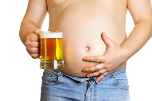 L'excès d'alcool est responsable d'un gros ventre